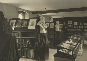The Darwin exhibition at Christ's College in 1909